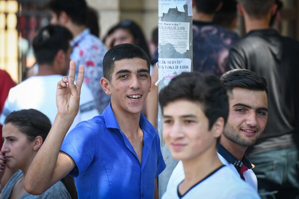 Вступительные экзамены в здании Бакинского государственного университета 18 июля 2018 года - Sputnik Азербайджан