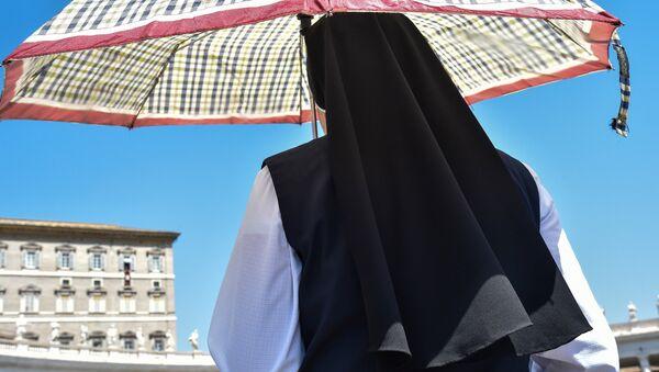 Монахиня в Ватикане, фото из архива - Sputnik Азербайджан