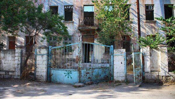 Nizami Rayonu İlham Müzəffəroğlu küçəsində yerləşən 41 saylı özəlləşdirilmiş baxça - Sputnik Азербайджан