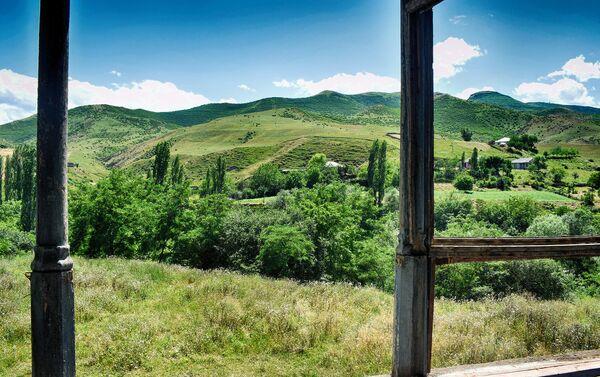 Усадьба братьев Насиба и Юсифа беков Султановых в селе Юхары Ойсузлу Товузского района - Sputnik Азербайджан