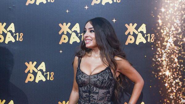 Лейла Алиева на красной ковровой дорожке фестиваля Жара-2018 - Sputnik Азербайджан
