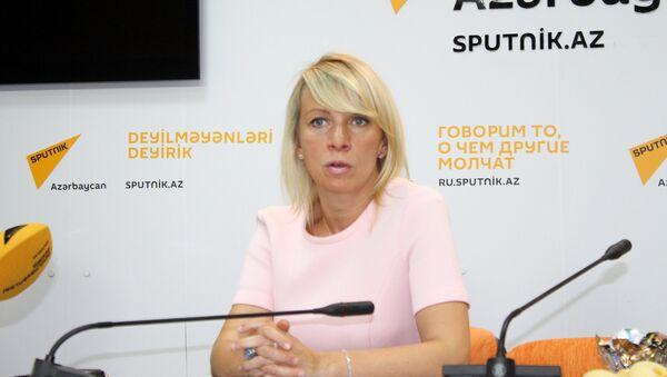 Официальный представитель министерства иностранных дел России Мария Захарова в Мультимедийном пресс-центре Sputnik Aзербайджан - Sputnik Азербайджан