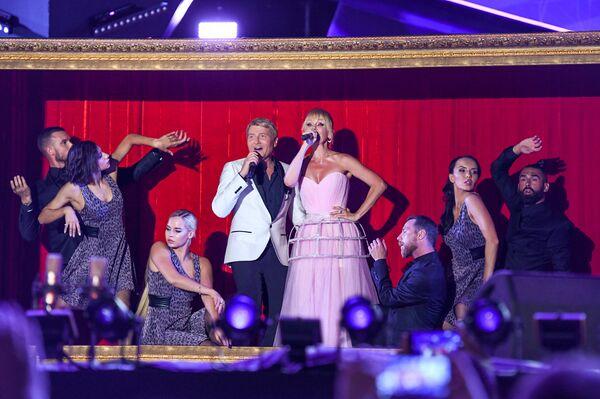 Николай Басков и Валерия на юбилейном вечере Валерии на музыкальном фестивале Жара-2018, день второй - Sputnik Азербайджан