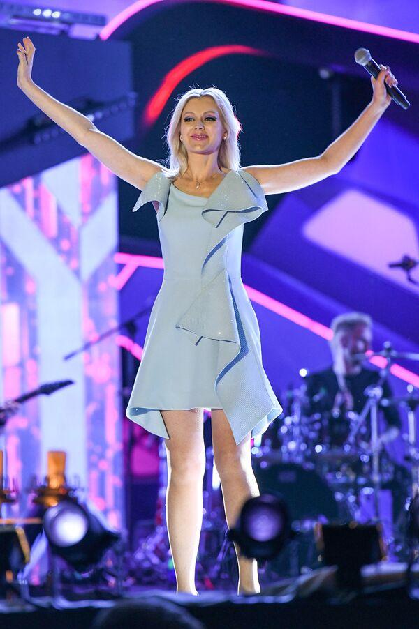 Натали на юбилейном вечере Валерии на музыкальном фестивале Жара-2018, день второй - Sputnik Азербайджан
