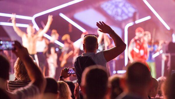 Выступление группы Ленинград и Сергея Шнурова на музыкальном фестивале Жара в Баку - Sputnik Азербайджан