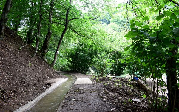 Зона отдыха, расположенная в ущелье Эсрик в Товузском районе - Sputnik Азербайджан