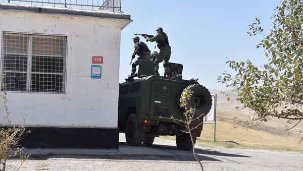 Совместные учения 201-й российской военной базы и военных сил Таджикистана - Sputnik Azərbaycan