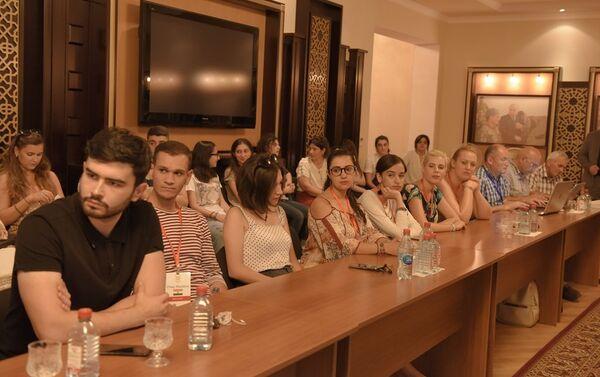 На встрече слушателей седьмой Летней школы азербайджанского мультикультурализма - Sputnik Азербайджан