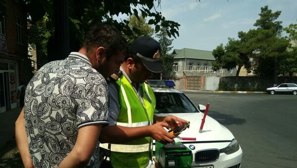 В Загатальском районе Азербайджана в ходе рейда в рамках месячника Чистый воздух были оштрафованы 15 водителей - Sputnik Азербайджан