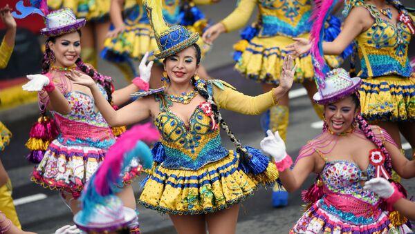 Танцоры на параде в честь Дня независимости в Лиме, Перу - Sputnik Азербайджан