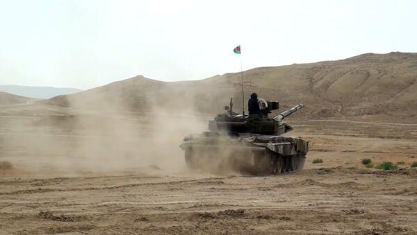 Занятия по повышению боевой готовности танковых подразделений ВС Азербайджана - Sputnik Азербайджан