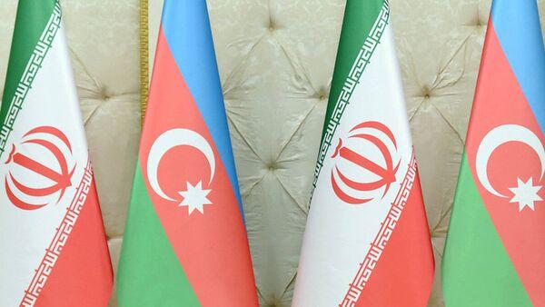 Azərbaycan və İran bayraqları - Sputnik Azərbaycan