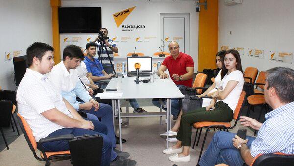 Круглый стол на тему Какие проблемы волнуют азербайджанскую молодежь - Sputnik Азербайджан