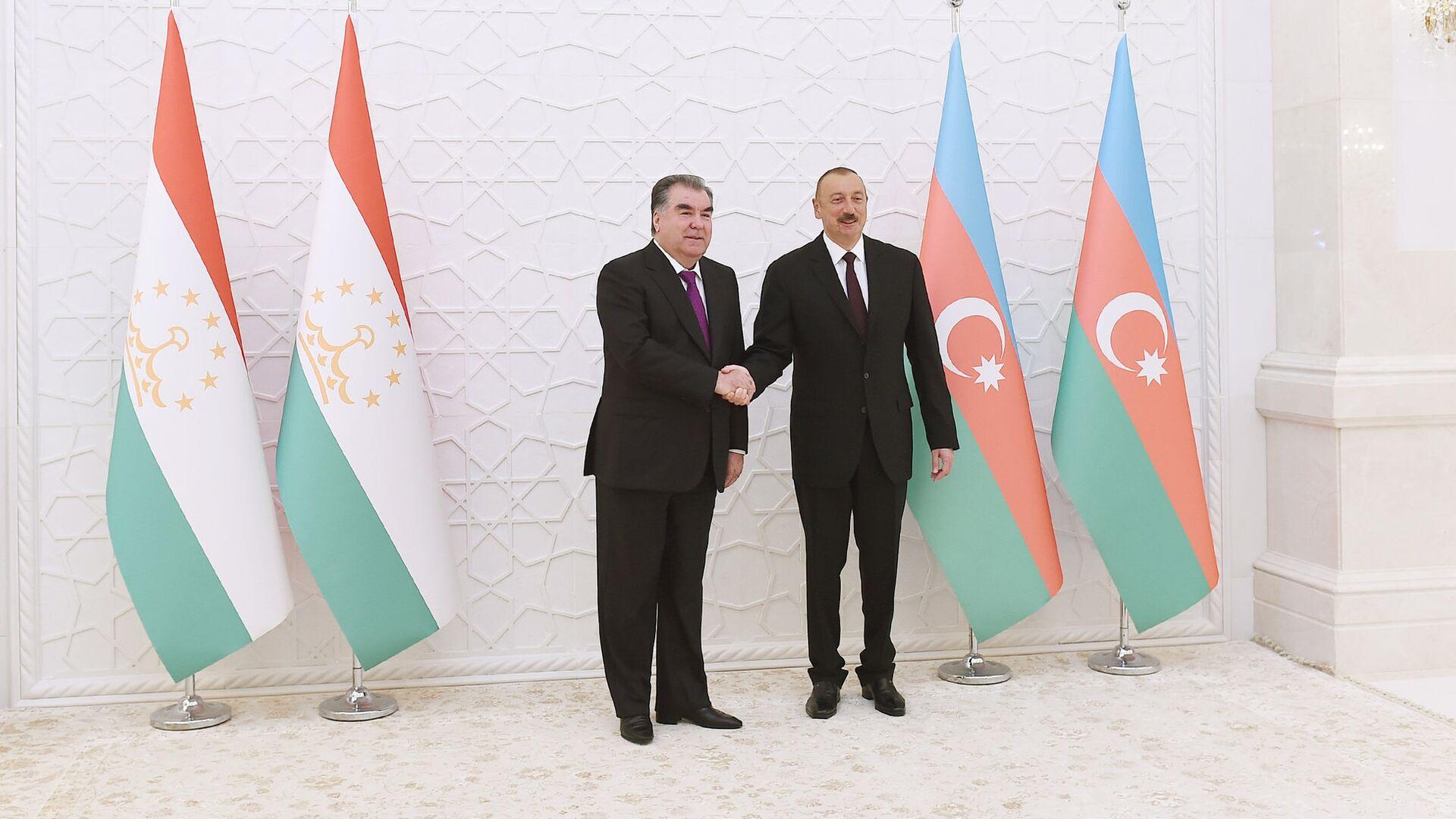Azərbaycan və Tacikistan prezidentləri İlham Əliyev və Emoməli Rəhmon. Bakı, 10 avqust 2018-ci il - Sputnik Azərbaycan, 1920, 05.10.2021