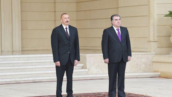 Ильхам Алиев и Эмомали Рахмон в ходе церемонии официальной встречи президента Таджикистана в Баку. 10 августа 2018 года - Sputnik Азербайджан