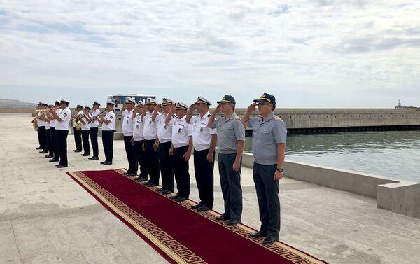 Военные корабли, участвовавшие в международном конкурсе Кубок моря-2018 покинули Бакинский порт - Sputnik Азербайджан