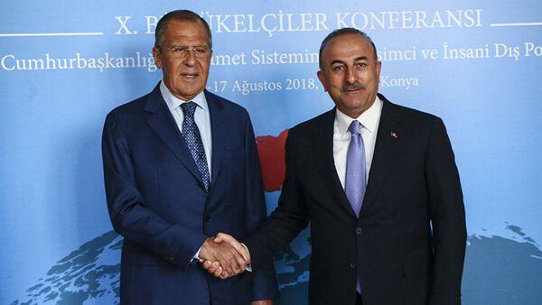 Сергей Лавров и Мевлут Чавушоглу во время встречи в Турции - Sputnik Азербайджан