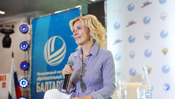 Официальный представитель министерства иностранных дел России Мария Захарова во время брифинга в Светлогорске - Sputnik Азербайджан