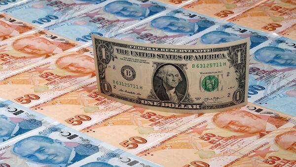 Банкноты США и Турции, иллюстрация - Sputnik Азербайджан