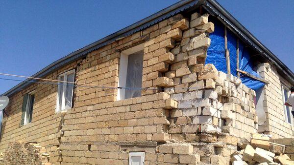 Şamaxı şəhərində torpaq sürüşməsi nəticəsində dağılmış ev  - Sputnik Азербайджан