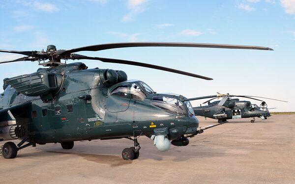 Вертолеты ВВС Азербайджана в ходе летно-тактических занятий - Sputnik Азербайджан