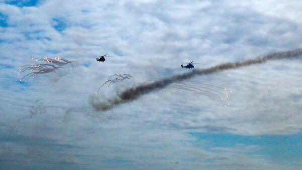 Летно-тактические занятия вертолетных подразделений Военно-воздушных сил Азербайджана - Sputnik Азербайджан