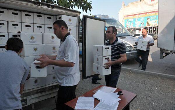 По случаю праздника Гурбан Фонд Гейдара Алиева раздал праздничные паи малообеспеченным семьям - Sputnik Азербайджан