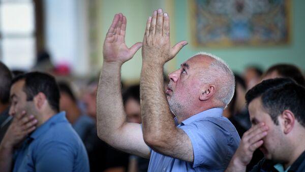 Праздничный намаз по случаю Гурбан байрам в мечети Тезе-пир - Sputnik Азербайджан