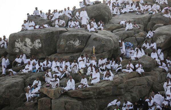 Мусульманские паломники на горе Арафат во время хаджа в Мекку, Саудовская Аравия - Sputnik Азербайджан