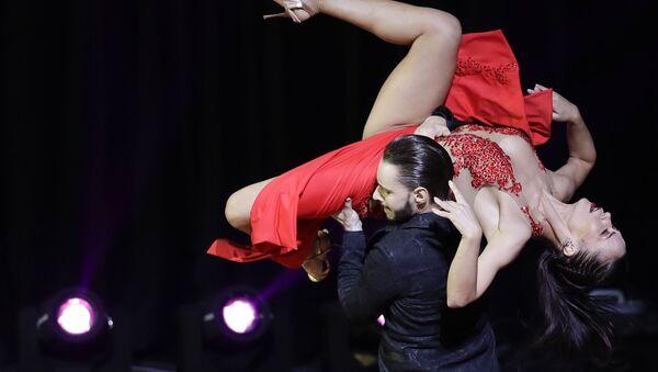 Российская пара Дмитрий Кузнецов и Ольга Николаева  во время выступления на Чемпионате мира по танго в Аргентине - Sputnik Азербайджан
