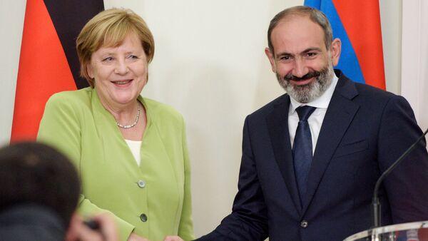Angela Merkel və Nikol Paşinyan - Sputnik Azərbaycan