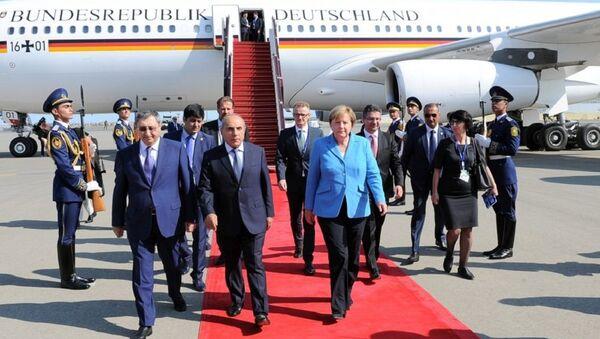 Канцлер Германии Ангела Меркель прибыла с визитом в Азербайджан - Sputnik Азербайджан