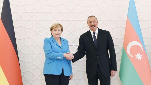 Состоялась церемония официальной встречи Федерального канцлера Германии Ангелы Меркель - Sputnik Азербайджан