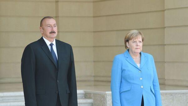Состоялась церемония официальной встречи Федерального канцлера Германии Ангелы Меркель - Sputnik Azərbaycan