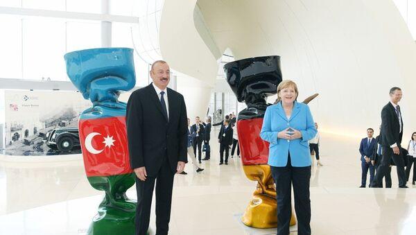 Встреча Президента Азербайджанской Республики Ильхама Алиева и Федерального канцлера Федеративной Республики Германия Ангелы Меркель с бизнесменами - Sputnik Азербайджан
