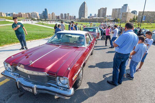 Выставка и парад классических автомобилей в Баку - Sputnik Азербайджан