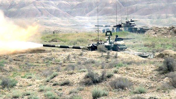 Интенсивные занятия по боевой подготовке танковых подразделений - Sputnik Азербайджан