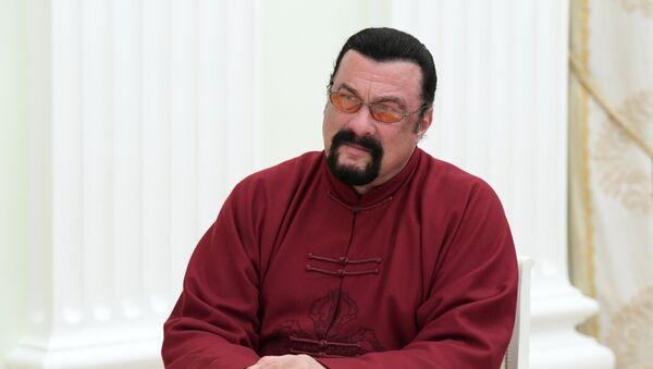 Amerikalı aktyor, kinorejissor Stiven Siqal - Sputnik Azərbaycan