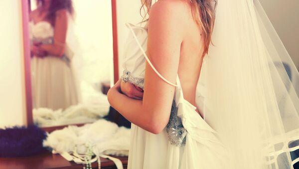 Девушка в свадебном платье, фото из архива - Sputnik Азербайджан