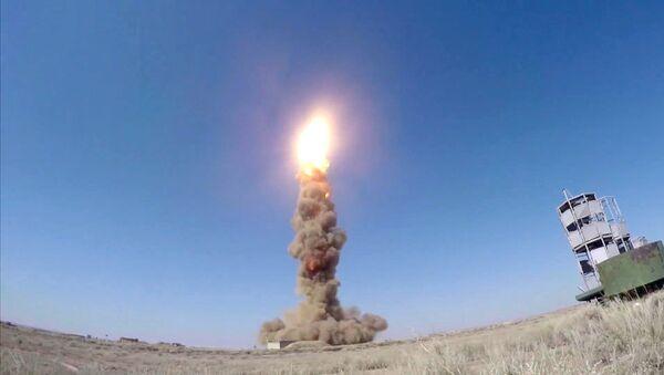 Пуск модернизированной противоракеты российской системы ПРО на полигоне Сары-Шаган - Sputnik Азербайджан