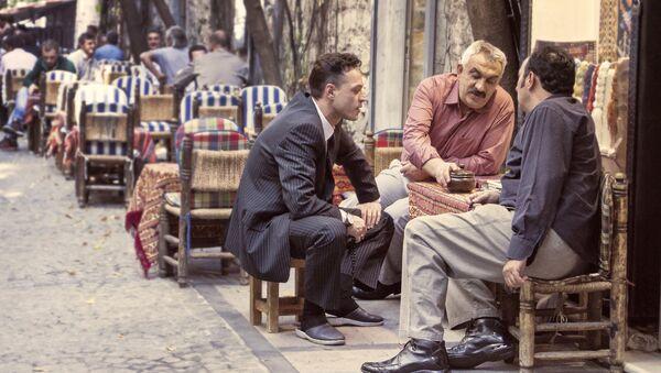 Мужчины общаются на улице, фото из архива - Sputnik Азербайджан