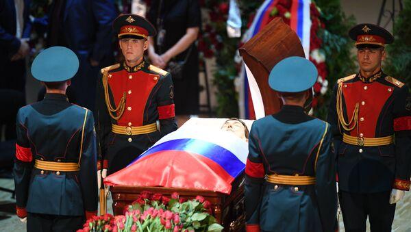 Церемония прощания с народным артистом СССР, певцом, депутатом Государственной Думы РФ Иосифом Кобзоном - Sputnik Азербайджан
