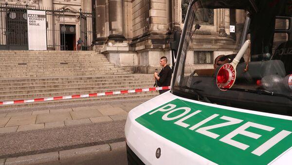 Полиция у  Берлинского кафедрального собора в Германии - Sputnik Азербайджан