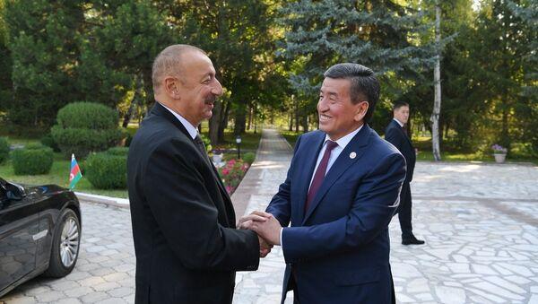 Ильхам Алиев с Президентом Кыргызстана Сооронбаем Жээнбековым - Sputnik Azərbaycan