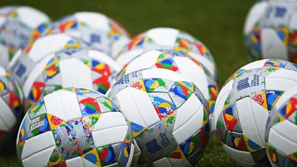 Официальные мячи Лиги наций - Sputnik Азербайджан