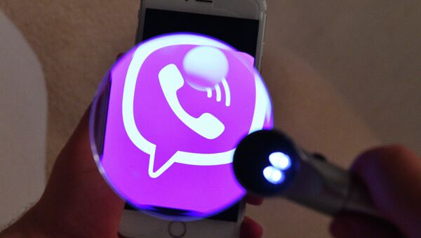 Логотип мессенджера Viber на экране смартфона - Sputnik Азербайджан
