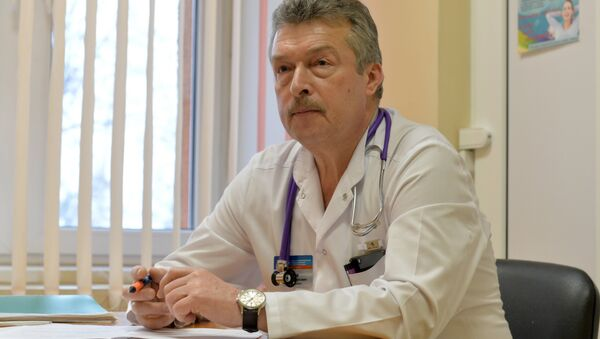 Заведующий приемным отделением 3-й детской больницы Дмитрий Чеснов - Sputnik Азербайджан