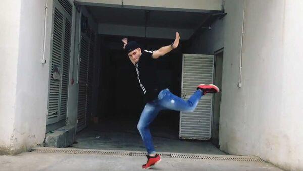 Дабстеп в исполнении азербайджанца с Ты супер! Танцы - Sputnik Азербайджан