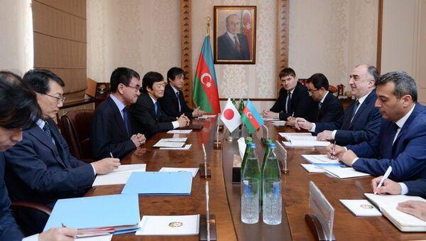 Министр иностранных дел Эльмар Мамедъяров принял министра иностранных дел Японии Таро Коно - Sputnik Азербайджан