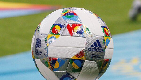 Официальный мяч и логотип Лиги наций  - Sputnik Азербайджан